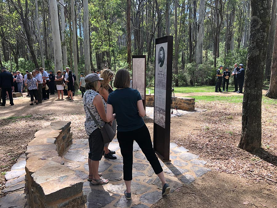 stringybark creek interpretive memorial plinths